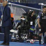 James Rodriguez đấm tường, không bắt tay Zidane