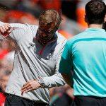 CĐV Man Utd đòi phạt Klopp vì tội ném chai nước