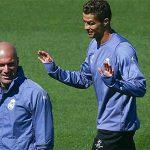 Zidane ghen tỵ với cả hai Ronaldo