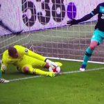 Thủ môn PSV có pha đốt lưới nhà ngớ ngẩn nhất lịch sử