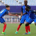 Các cầu thủ Pháp 'nắn gân' Việt Nam trước trận đấu ở U20 World Cup