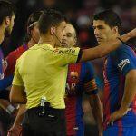 Suarez tố trọng tài cố tình tìm cách rút thẻ đỏ