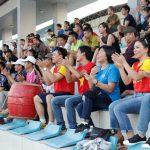 CĐV đội nắng đi cổ vũ bóng đá phong trào ở Hà Nội