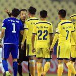 SLNA kêu oan, đề nghị treo còi trọng tài ở V-League