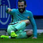 Cầu thủ Barca bị đạp gãy cổ chân, nghỉ đến hết mùa