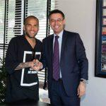 Dani Alves cáo buộc Chủ tịch Barca là 'kẻ nói dối'