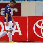 Tuyển thủ Việt Nam nhận thẻ đỏ vì vào bóng bằng cả hai chân