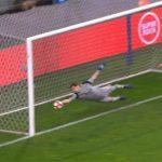 Casillas tái hiện thời đỉnh cao bằng pha cứu thua sát vạch vôi
