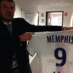 Lyon gây sốc khi đưa áo đấu của Depay vào bảo tàng ngay sau bàn đầu