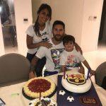 Messi mừng sinh nhật tuổi 30 với ba chiếc bánh lớn