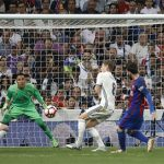 Nhờ cú đúp vào lưới Real, Messi có tròn 500 bàn cho Barca