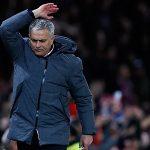 Ibrahimovic nghỉ hết mùa, Mourinho than khổ vì thiếu người