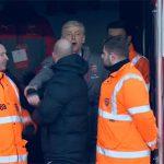 Graham Poll: 'Wenger đáng bị phạt sáu trận vì đẩy trọng tài'