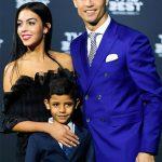 Rộ tin đồn Ronaldo chuẩn bị đón cặp con trai sinh đôi