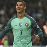 Ronaldo 'tập trung' thi đấu giữa cơn bão dư luận