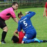 Nữ cầu thủ bị treo giò suốt đời vì đấm đối phương