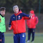 Ramsey ủng hộ Wenger ở lại Arsenal