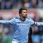 David Villa lốp bóng ghi bàn từ gần 50 mét tại Mỹ