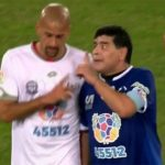 Maradona dằn mặt Veron trong trận đấu từ thiện
