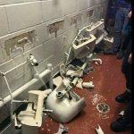 Man City thua trận, CĐV đập phá thiết bị vệ sinh tại Old Trafford
