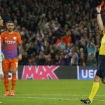 Guardiola bảo vệ Bravo sau chiếc thẻ đỏ