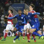 Leicester thoát thua đội mới lên hạng nhờ hai quả phạt đền