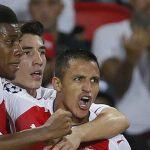 Sanchez giúp Arsenal giữ lại một điểm trên sân PSG