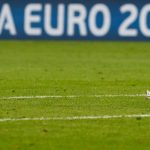 Neuer vứt bỏ giày áo lại sân sau khi Đức thua Pháp