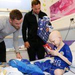 Leicester mang Cup Ngoại hạng Anh đến bệnh viện