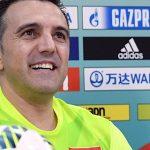 HLV Bruno chúc mừng cầu thủ dù thua đậm Nga