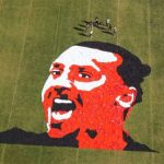 Tạo hình khuôn mặt Ibrahimovic từ 1.200 chiếc áo