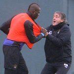 Mancini tiết lộ chi tiết vụ túm cổ áo đẩy Balotelli tại Man City