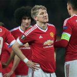 Mourinho bắt Schweinsteiger dọn đồ xuống đội dự bị Man Utd