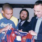 Phó chủ tịch Barca phải đóng giả làm bồi bàn để chiêu mộ Ronaldo