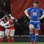 Cú đúp của Sanchez giúp Arsenal đeo bám nhóm đầu