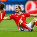 UEFA cấm cầu thủ Xứ Wales mang con xuống sân ăn mừng