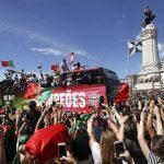 Biển người chào đón Ronaldo và đồng đội trở về Bồ Đào Nha