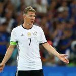 Khán giả thờ ơ với trận đấu chia tay của Schweinsteiger