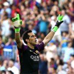 Barca dọn đường cho thủ môn Bravo sang Man City