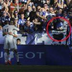 Khán giả tụt quần, chổng mông về phía Ronaldo