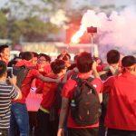 CĐV đốt pháo sáng trước trận Việt Nam - Indonesia