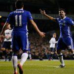 Costa to tiếng với Pedro trong trận thua Tottenham
