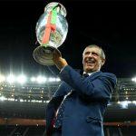 HLV Bồ Đào Nha được thưởng hợp đồng mới sau Euro