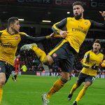 Giroud bắt chước điệu bọ cạp khi cứu Arsenal thoát thua