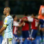 Aguero đá hỏng phạt đền, Argentina thua Paraguay