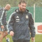 Messi đội mưa tập luyện cùng tuyển Argentina