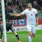 Lewandowski lập hat-trick, sánh vai với Muller và Ronaldo