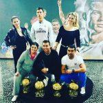 Mẹ Ronaldo đăng ảnh khoe bốn Quả Bóng Vàng của con trai