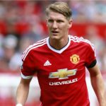 Chuyển nhượng 2/8: CĐV Man Utd cầu xin Mourinho giữ Schweinsteiger