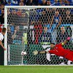 Cầu thủ Đức tự chia nhau sút luân lưu sau năm lượt đầu